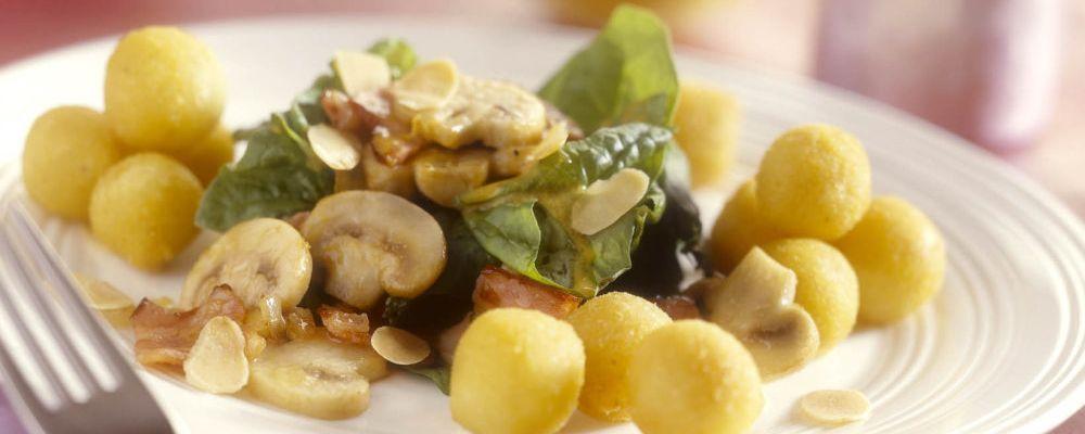 Kartulipallid spinatisalatiga